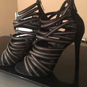 NWOT- Aldo zipper heels71/2